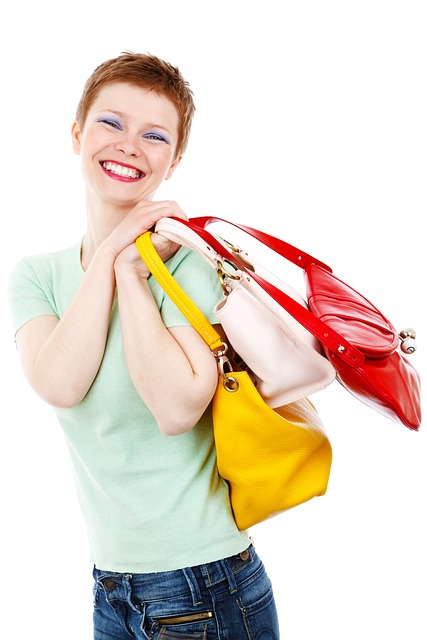 Mamá fashionista haciendo compras