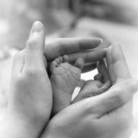 Cuida la piel de tu bebé, mientras él descubre y explora la vida