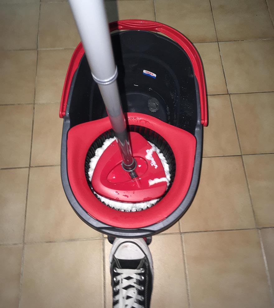 Mop giratorio y cubo con pedal de Vileda
