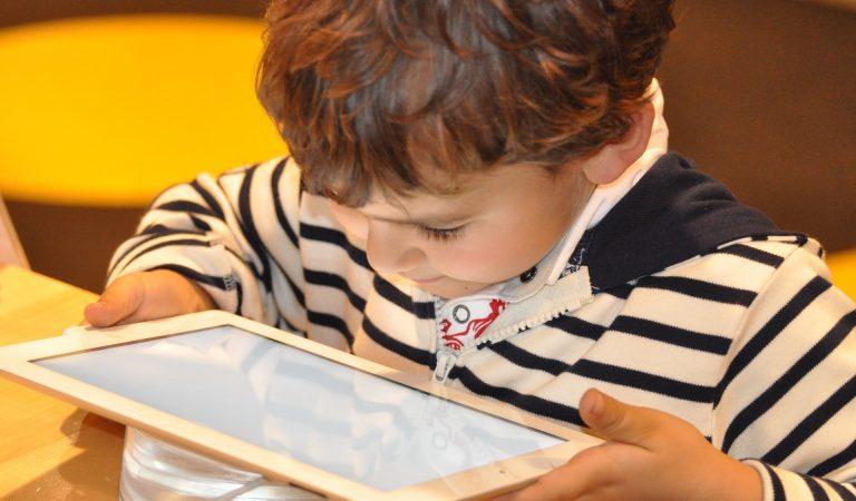 ¿Qué pasa con los niños sobre-estimulados y sobre-regalados?