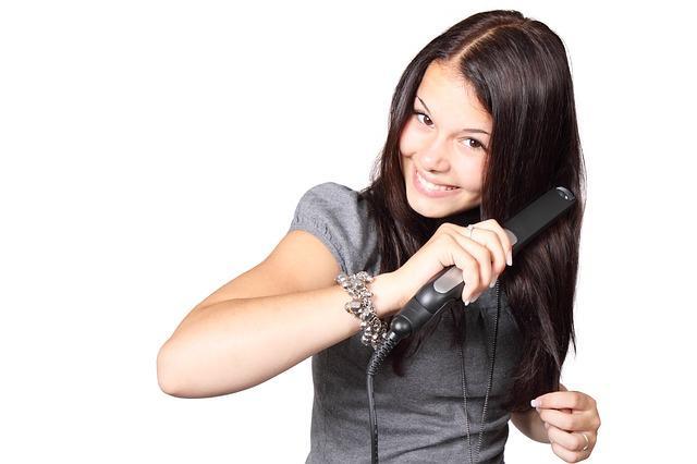 ¿Cómo usar la plancha para el cabello sin maltratarlo?